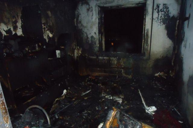 В Орске на пожаре в 9-этажном доме погиб мужчина