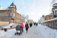 На историческую «Чумбаровку» ведут туристов, это одна из любимых горожанами пешеходных улиц. Жаль, что власти разрешают обшивать дома сайдингом и встраивать новоделы.