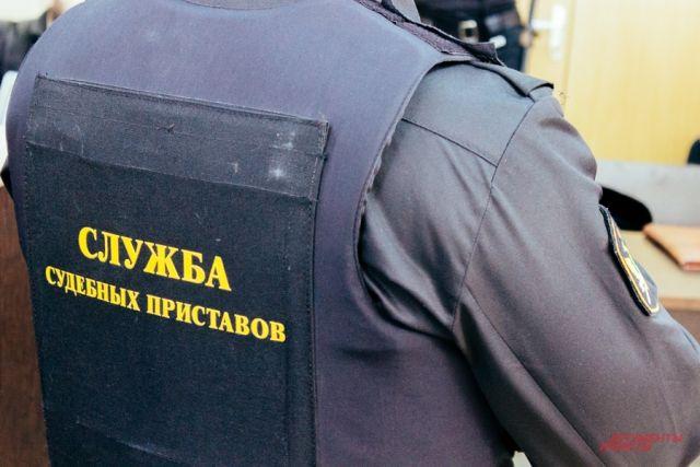 Плавучий кран, буксир итеплоход арестовали уфирмы-должника вУльяновске
