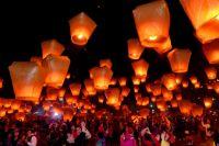 Весенний запуск воздушных фонариков стал для столицы Югры уже доброй традицией.