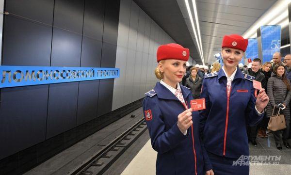Станция «Ломоносовский проспект» находится на пересечении проспектов Мичуринский и Ломоносовский.