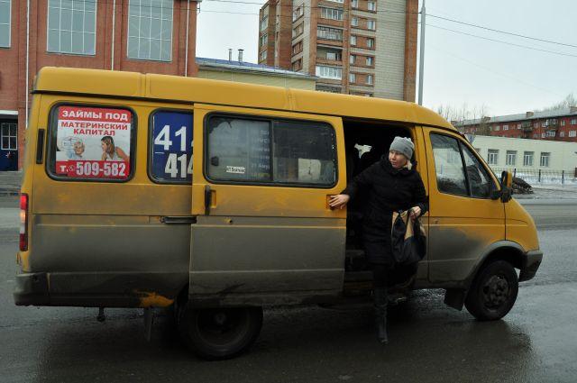 Запрещённые на бумаге микроавтобусы продолжают как ни в чём не бывало возить пассажиров.