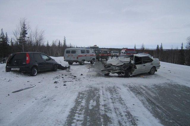 На трассе Салехард-Аксарка в ДТП пострадало три человека
