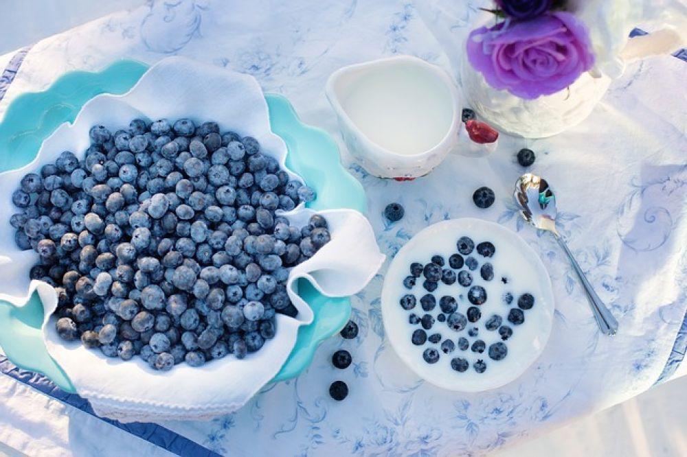 Черника. В ней содержится много антиоксидантов, поэтому черника отлично защищает клетки организма.