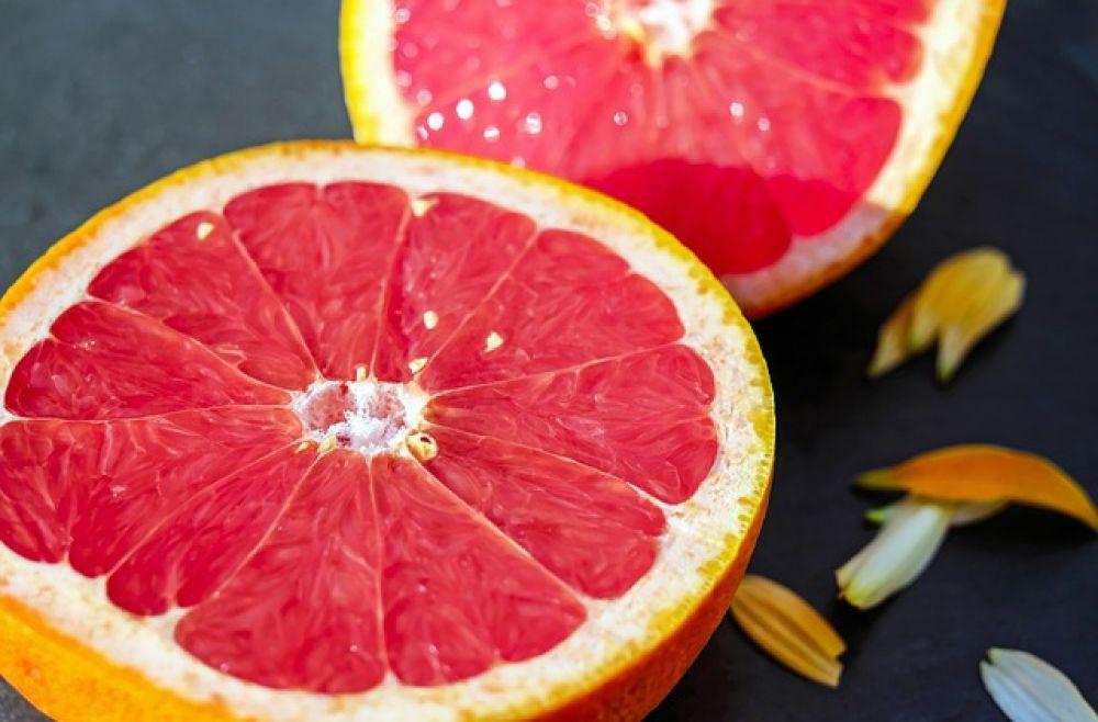 Грейпфрут. Витамин С – один из лучших антиоксидантов. Но кроме него в грейпфрутах содержится ликопен, очень мощный антиоксидант.