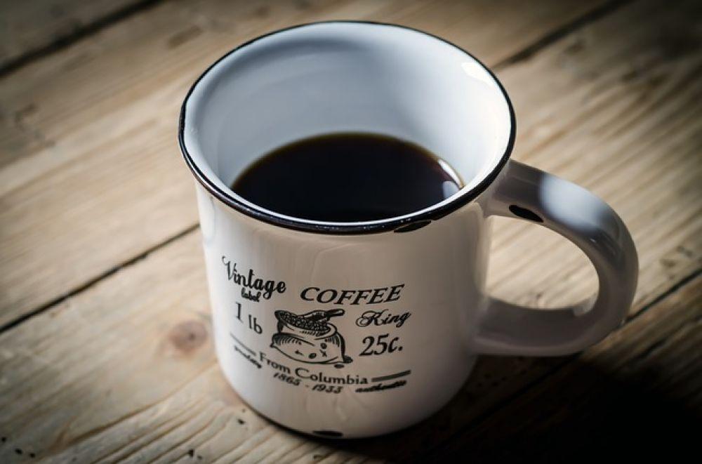 Кофе. Исследования американских ученых показали, что регулярное употребление кофе снижает риск возникновения злокачественных опухолей на 16 процентов.