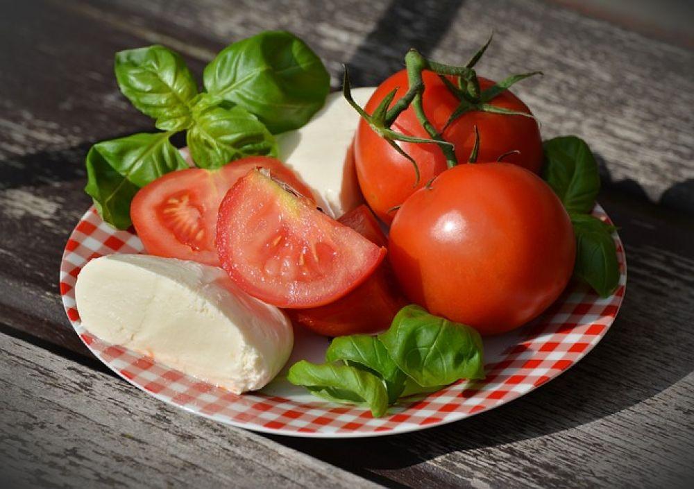 Томаты. Благодаря ликопену, мощному антиоксиданту, помидоры эффективны для профилактики рака. Причем томаты, прошедшие термообработку, не теряют своих целебных свойств.