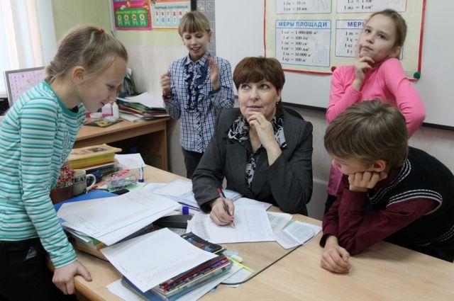 Для учителя порой самая трудная задача - как прожить на свою зарплату.