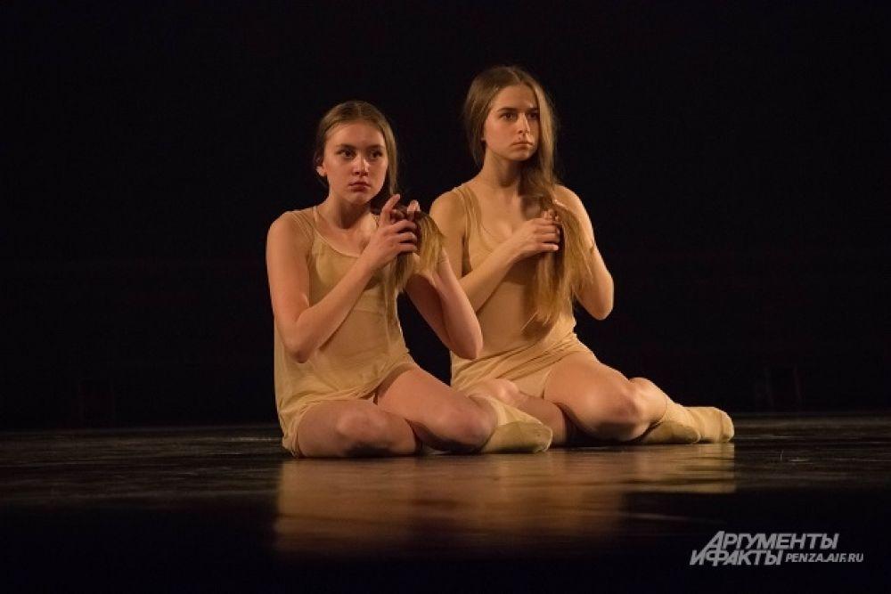 Композиция «Становление» липецкого Театра танца «Без слов» - сложная и многогранная история отношений мужчины и женщины.