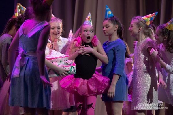 Участники фестиваля из города Кондрово - ансамбль танца «Нежность».