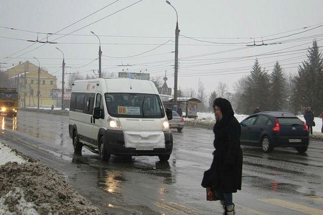 С сегодняшнего дня в тюменских маршрутках проезд оплачивается при входе