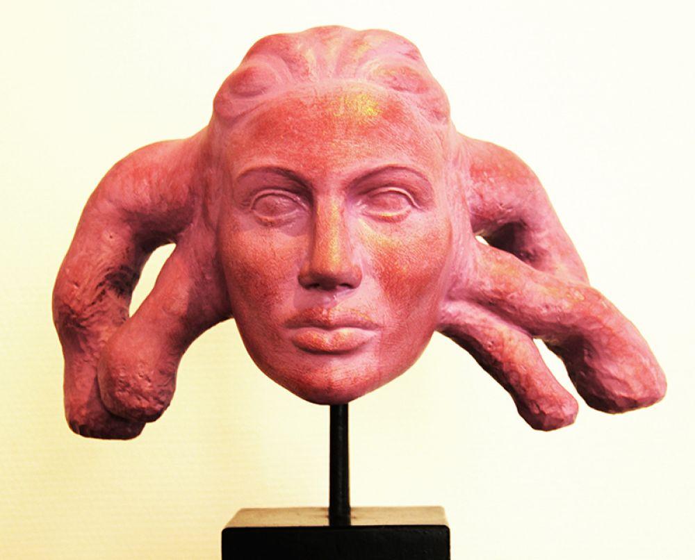 """""""Женская голова"""" поражает не только цветом лица"""
