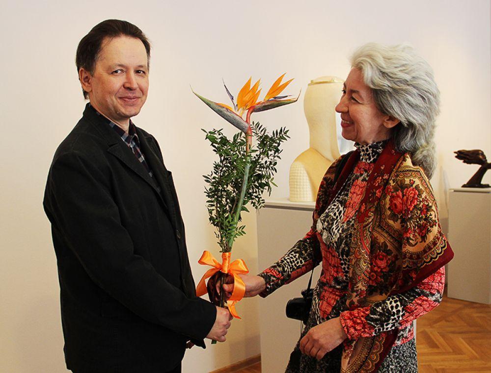 Поклонники таланта скульптора продемонстрировали искусство составления букетов