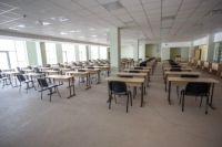 В школе практически установлена необходимая мебель и оборудование.