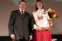 Эдхам Акбулатов лично поздравил учителя с заслуженной победой.