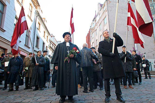 Участники марша ветеранов Waffen-SS и их сторонников в Риге.