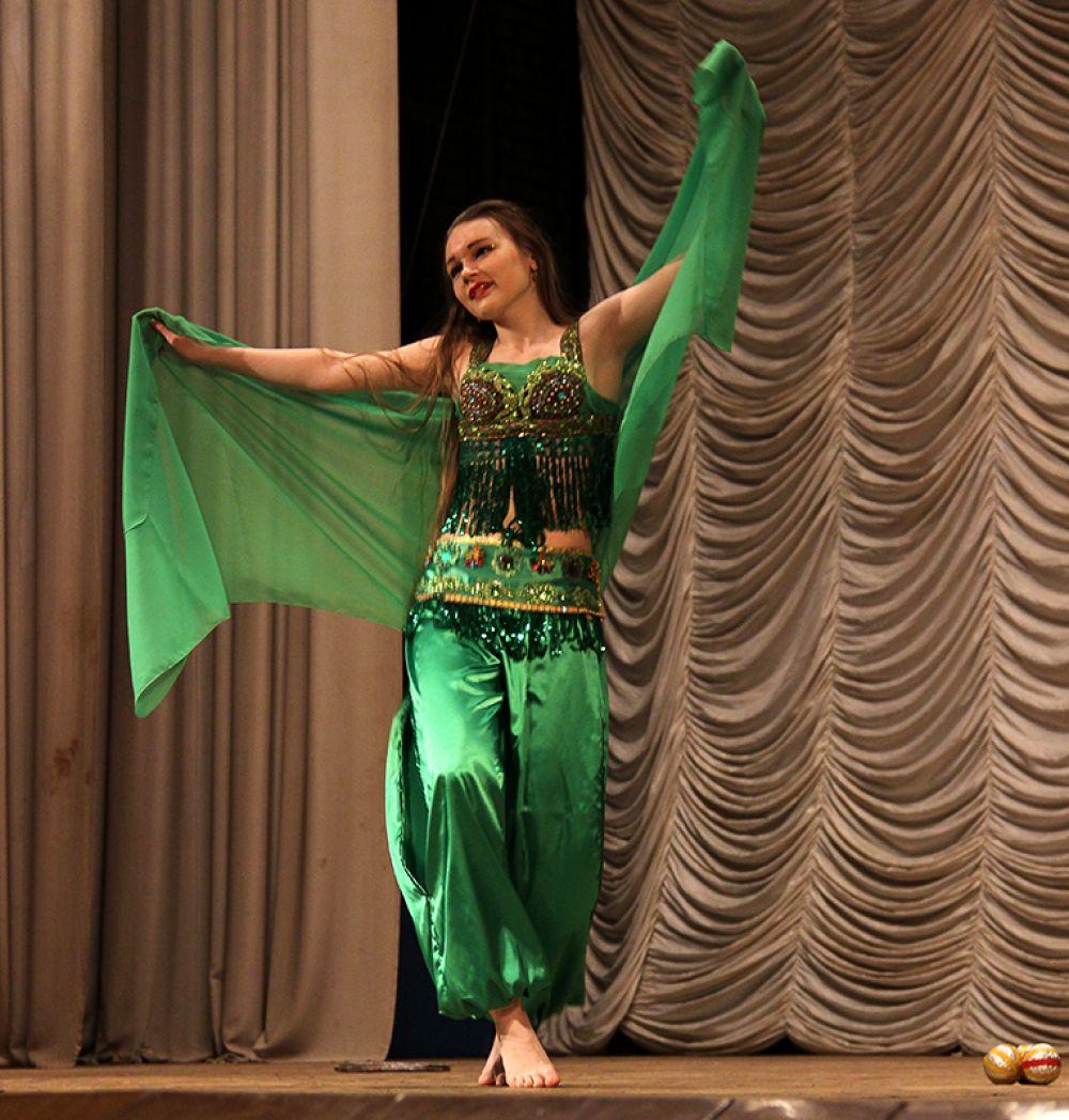 Восточный танец может быть акробатическим