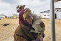 На улице Татьяна чаще всего носит пса Барона на руках -  переживает, что его могут напугать прохожие или другие собаки.