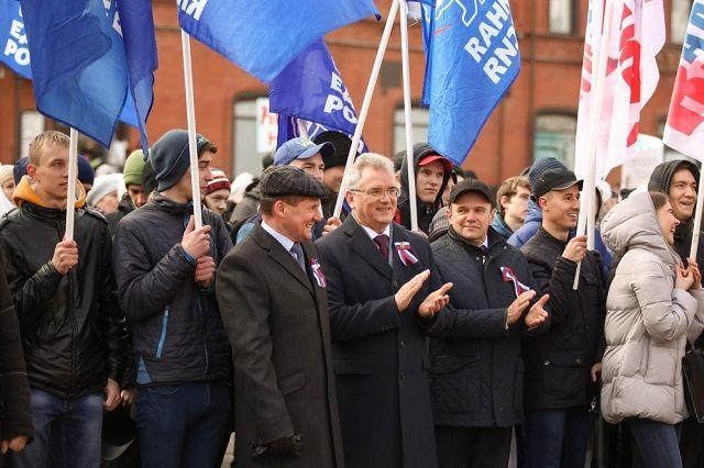В митинге приняли участие первый лица области и города.