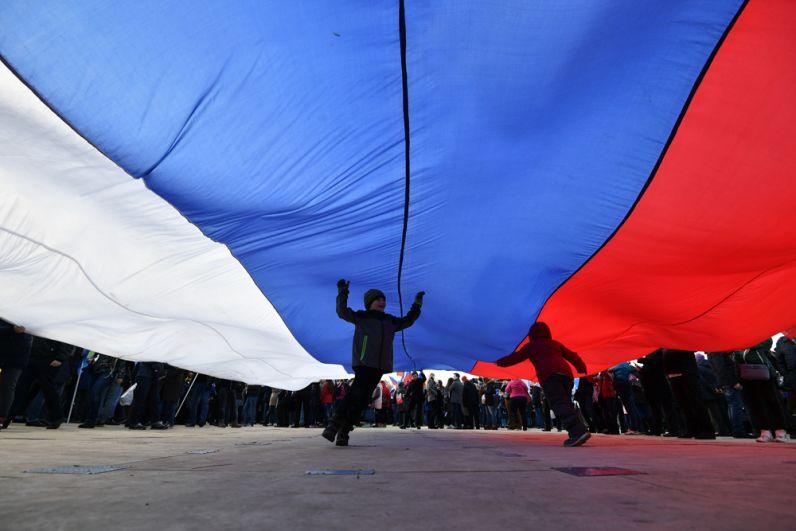 Перед началом митинга-концерта врамках студенческого фестиваля «Весна» наВоробьевых горах в Москве, посвященного третьей годовщине воссоединения Крыма с Россией.