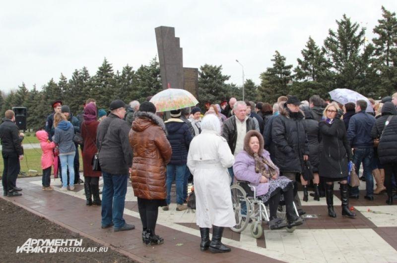 В Ростове открыли памятный знак в честь погибших в авиакатастрофе 19 марта 2016.