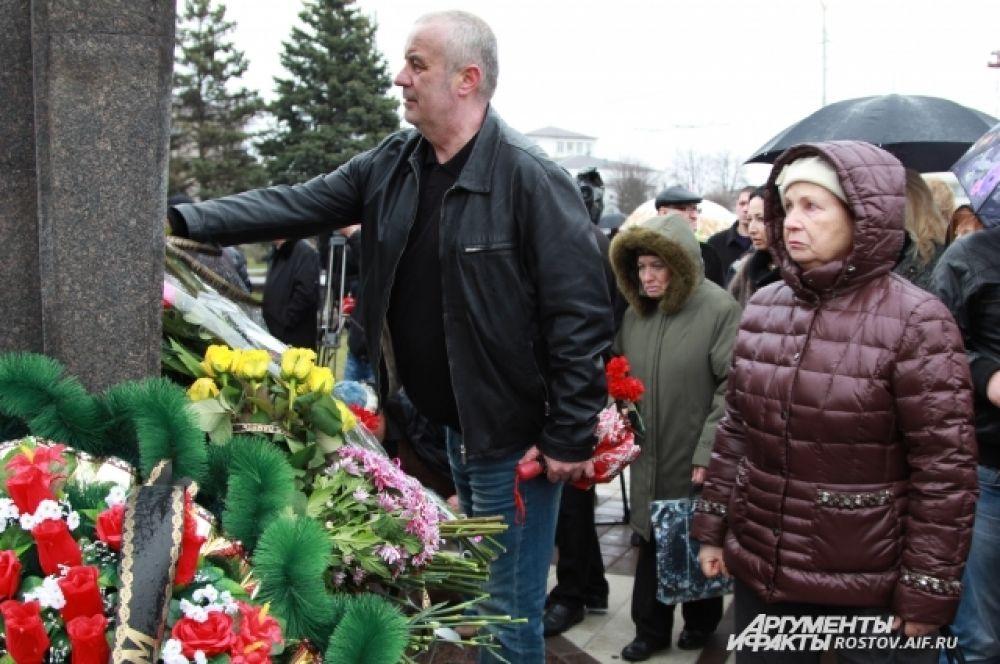 Пассажирский Boeing 737-800 компании Flydubai, летевший из Дубая, разбился в Ростове-на-Дону в ночь на 19 марта прошлого года. Самолет упал левее взлетно-посадочной полосы. На борту находились 55 пассажиров и семь членов экипажа, все они погибли.