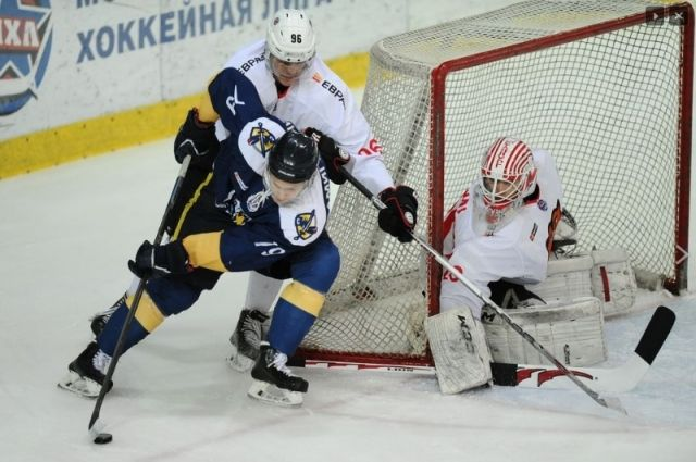 «Кузнецкие медведи» обыграли «Сарматов» надомашнем льду