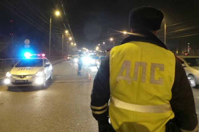 Полиция просит причастного к аварии добровольно явиться в ОВД.