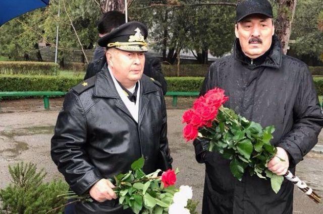 Руководитель Дагестана возложил венок кВечному Огню героям обороны иосвобождения Севастополя