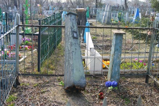 Брянских чиновников заставили навести порядок на17 кладбищах