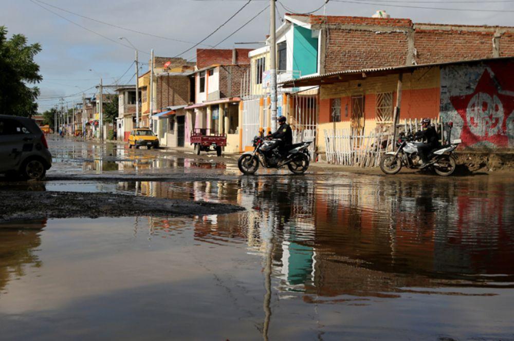 Затопленные улицы в городе Пьюра.