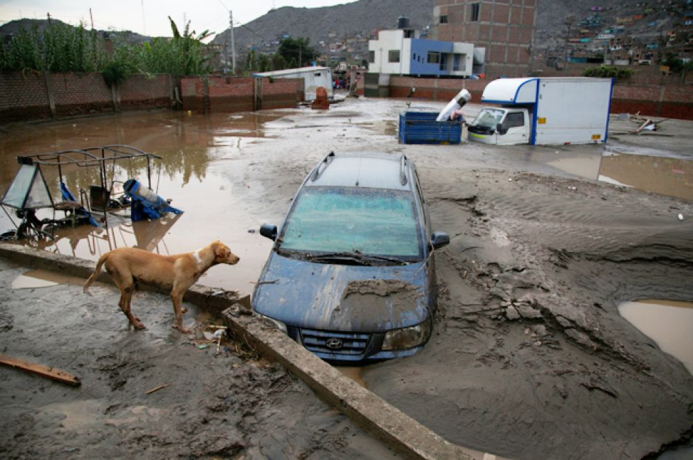 Дожди размыли около тысячи километров дорог. Между тем, синоптики прогнозируют ухудшение ситуации.