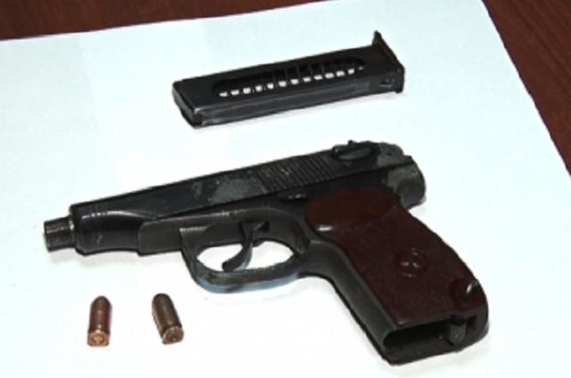 Стрельба велась в вечернее время суток из пневматического оружия.
