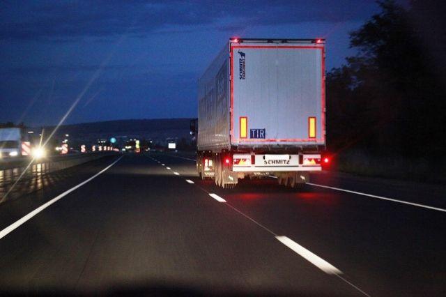 ВЯрославской области водителя-дальнобойщика насмерть придавило колесом