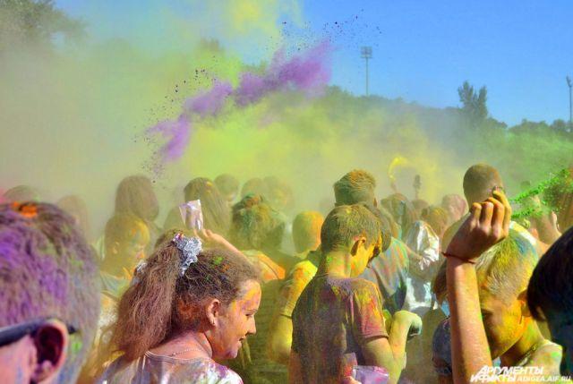 Фестивали красок и водных фонариков пройдут в Казани в мае