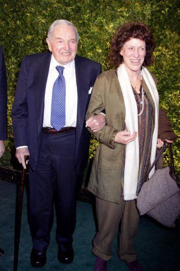 Общую сумму пожертвований Рокфеллера американские СМИ еще в 2006 году оценивали не менее чем в 900 млн долларов.