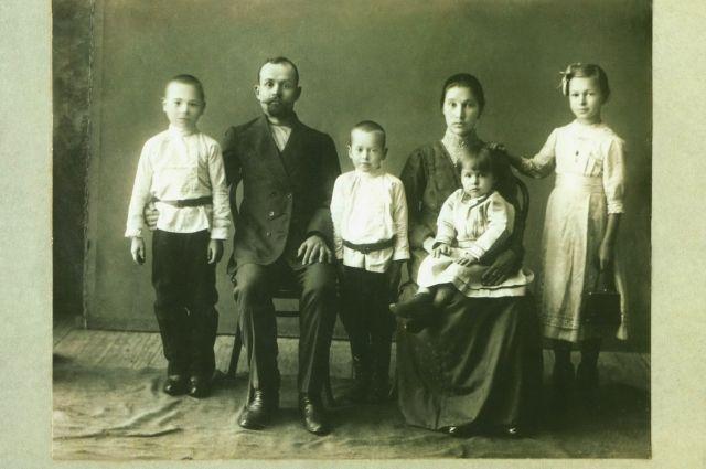 Среднестатистическая семья служащего в Оренбурге в конце XIX века.