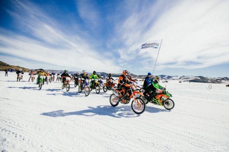 Зрители увидели сокростные гонки мотоциклистов.