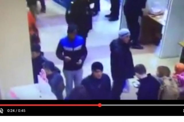 Подозреваемые попали под прицел видеокамеры.