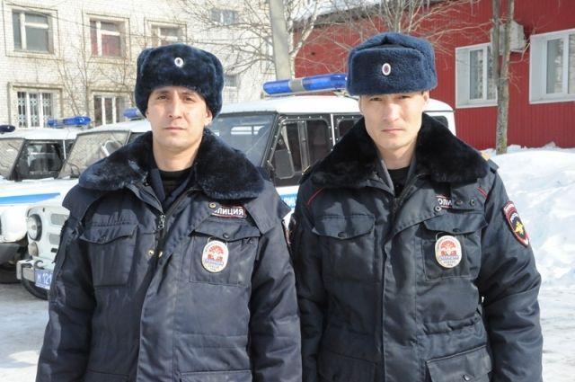 Старший лейтенант полиции Раиль Сабирзянов и старший сержант полиции Ильвир Рахмангулов.