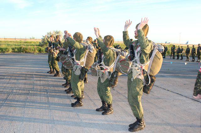 Большие маневры: ВКрыму приземлились 350 русских десантников. предполагается высадка морского десанта