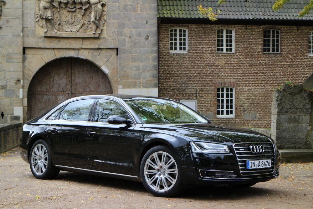 Audi A8. Стоимость: от 5 795 000 рублей.