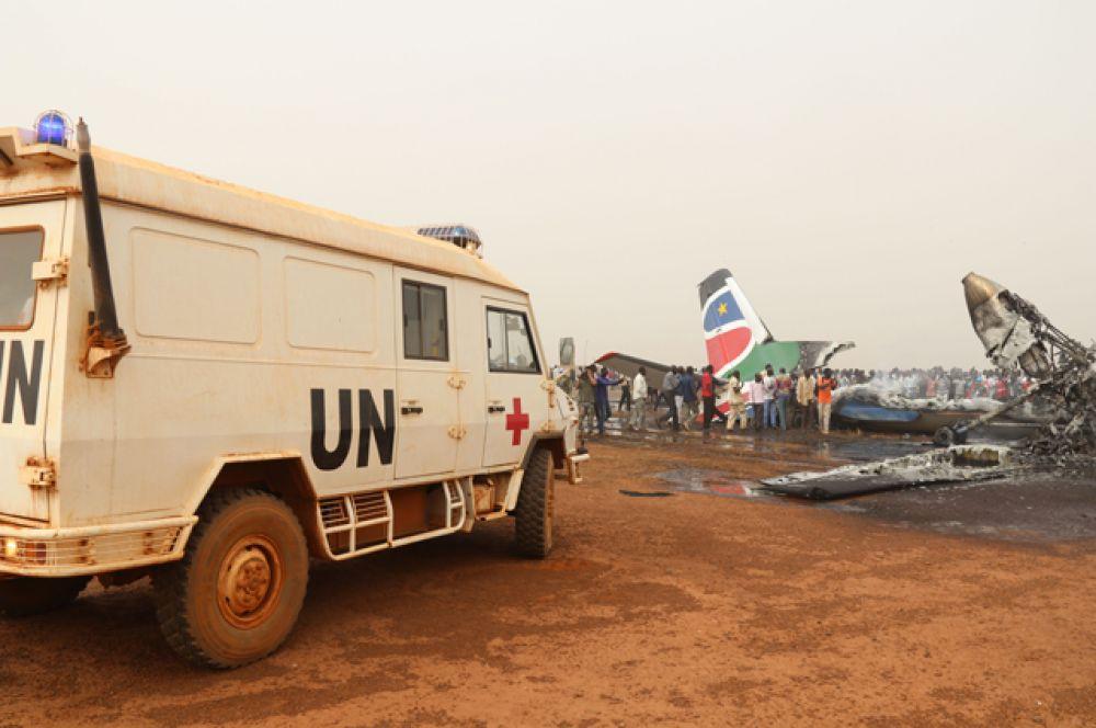 Из-под обломков удалось вытащить 20 пострадавших, среди них пятеро членов экипажа.