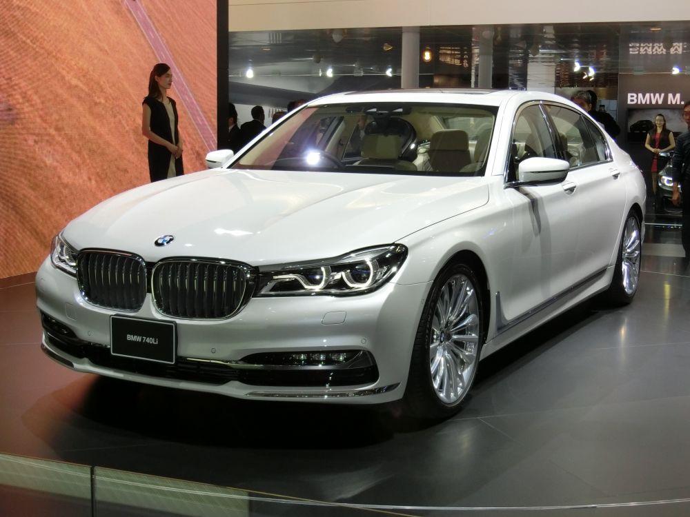 BMW 7-й серии. Стоимость: от 6 190 000 рублей.