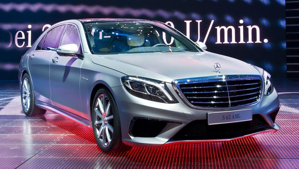 Mercedes S-класса. Стоимость: от 6 220 000 рублей.