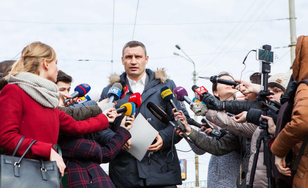 Спустя пару лет напряженный график таки сказался на виде мэра Киева и он немного поседел