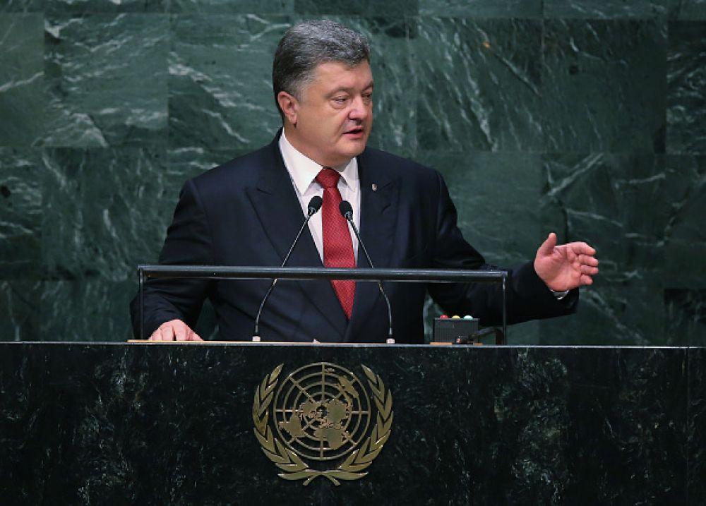 Однако после начала выполнения обязаностей президента, внешность Порошенко начала заметно меняться