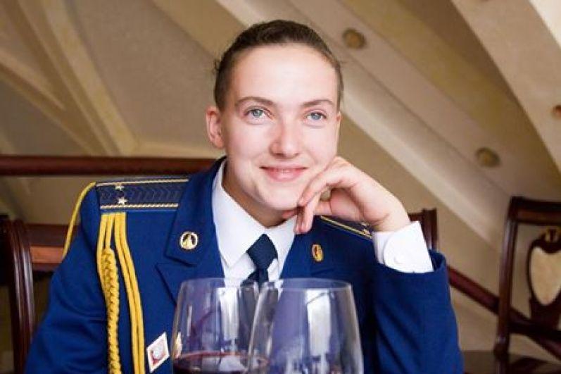 Надежда Савченко когда-то стала известна, прежде всего, как летчица, поэтому ее часто можно было встретить в военной форме