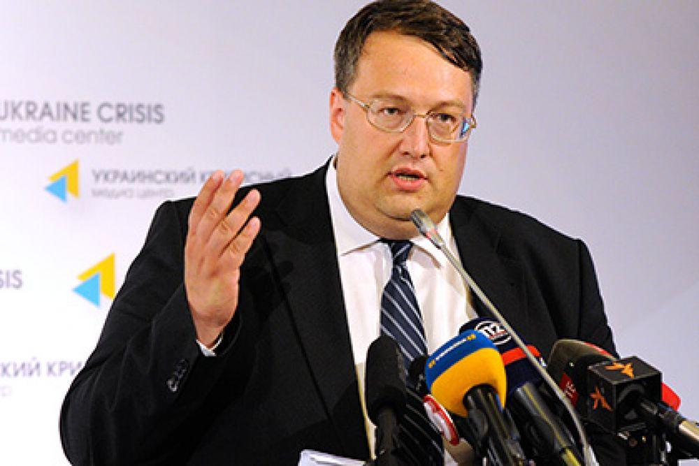 Еще одним политиком с заметными лишними килограммами был Антон Геращенко