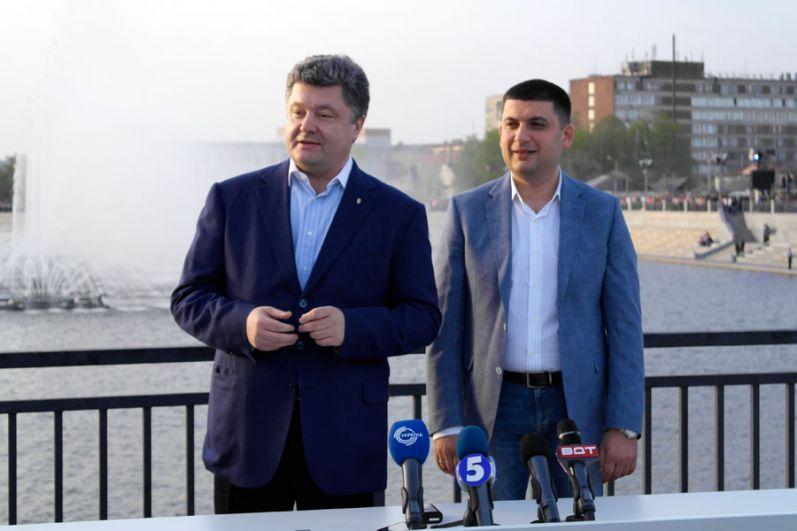 Гройсмана связывают давние отношения с Петром Порошенко
